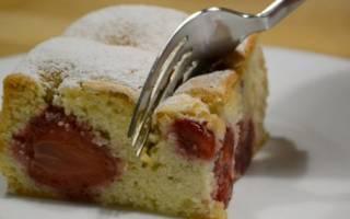 Простой пирог с клубникой рецепт с фото пошагово