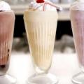 Рецепт молочный коктейль из молока и мороженого