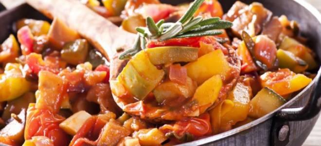 Овощное рагу с кабачками и картошкой и мясом в духовке рецепт с фото