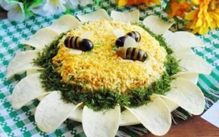 Салат подсолнух с чипсами рецепт с кукурузой и крабовыми палочками
