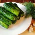 Малосольные огурцы рецепт быстрого приготовления в горячем рассоле