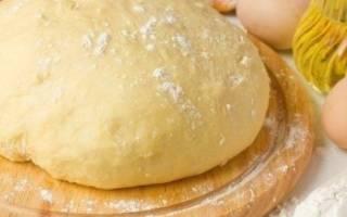 Дрожжевое тесто для пирожков с сухими дрожжами на молоке рецепт с фото